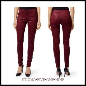 J Brand • Mid-Rise Super Skinny in Coated Oxblood